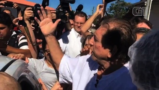 João de Deus reaparece, é recebido por funcionários e se diz inocente