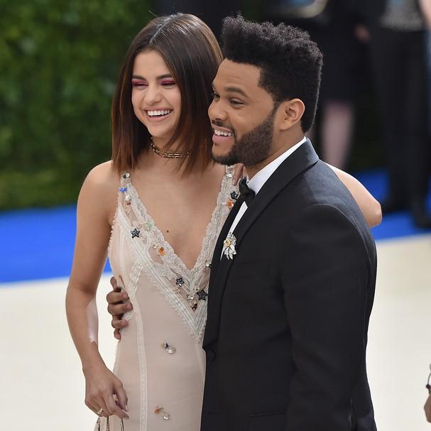 Quando Selena e The Weeknd ainda eram só sorrisos... (Foto: Getty Images)