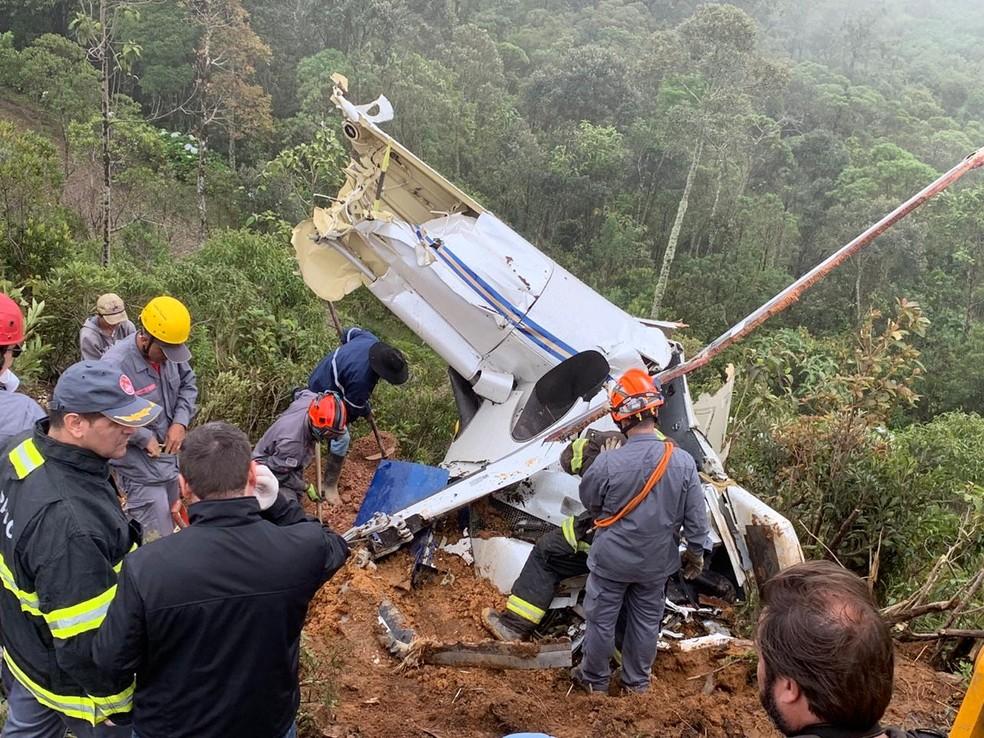 Corpos são resgatados em escombros de queda de helicóptero em Campos do Jordão — Foto: Arquivo Pessoal