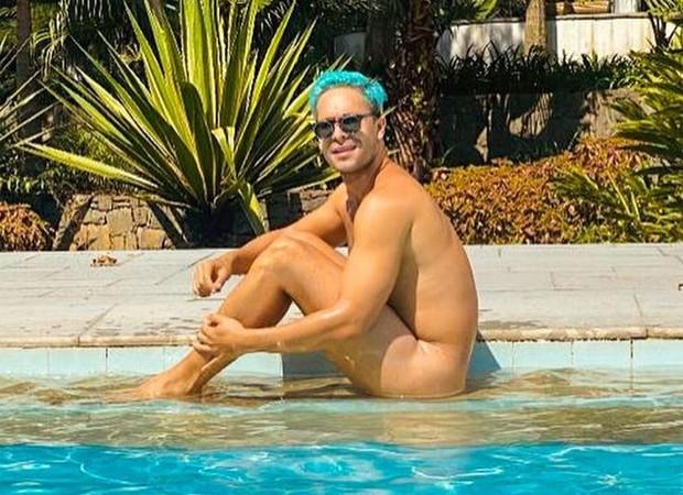 Rainer Cadete posa nu e ganha elogios de fãs e amigos famosos: Passando mal