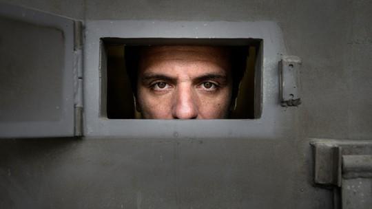 'Carcereiros': com três episódios inéditos, série premiada no exterior estreia em abril na Globo