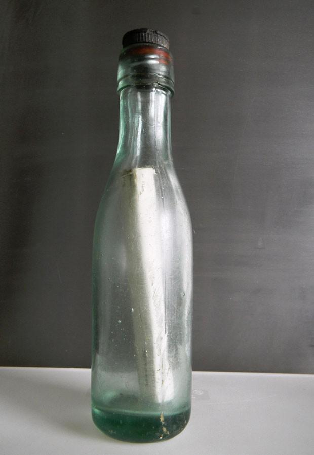 Mensagem em garrafa lançada ao mar no Japão aparece no Havaí depois de 37 anos