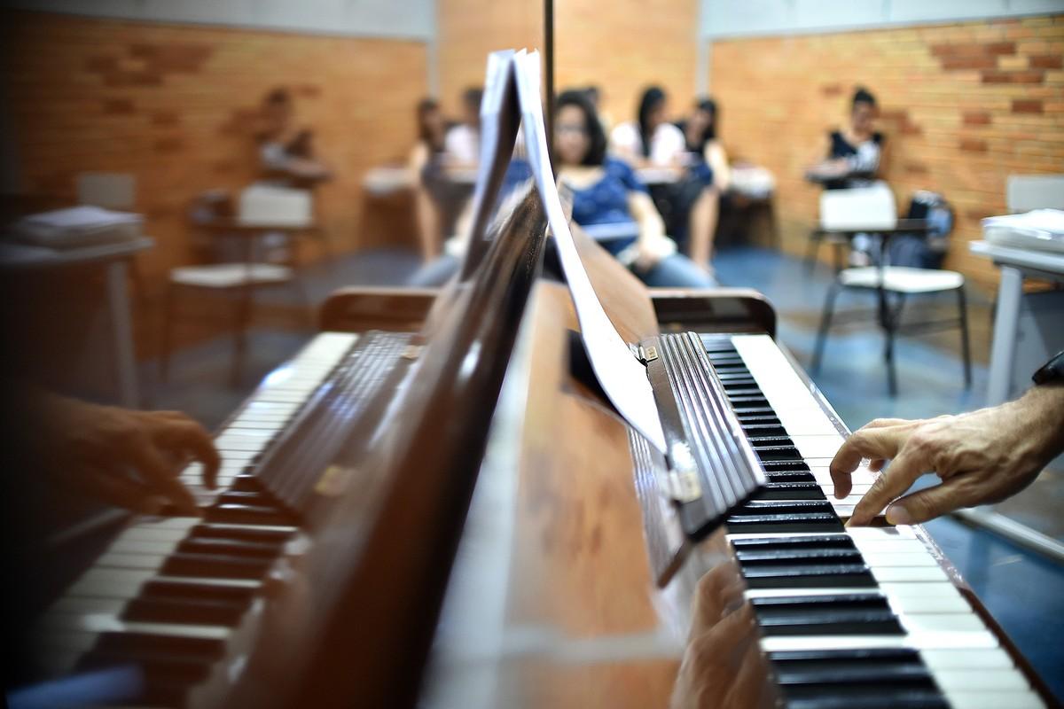 M Birman Cia S.a.i.c Escola de Músi...