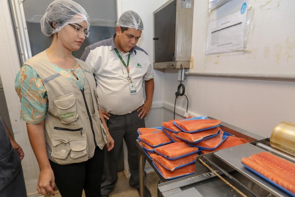Setor de manipulação de sushi no Pão de Açúcar de Piedade tem atividades suspensas (Foto: Matheus Britto/Divulgação)