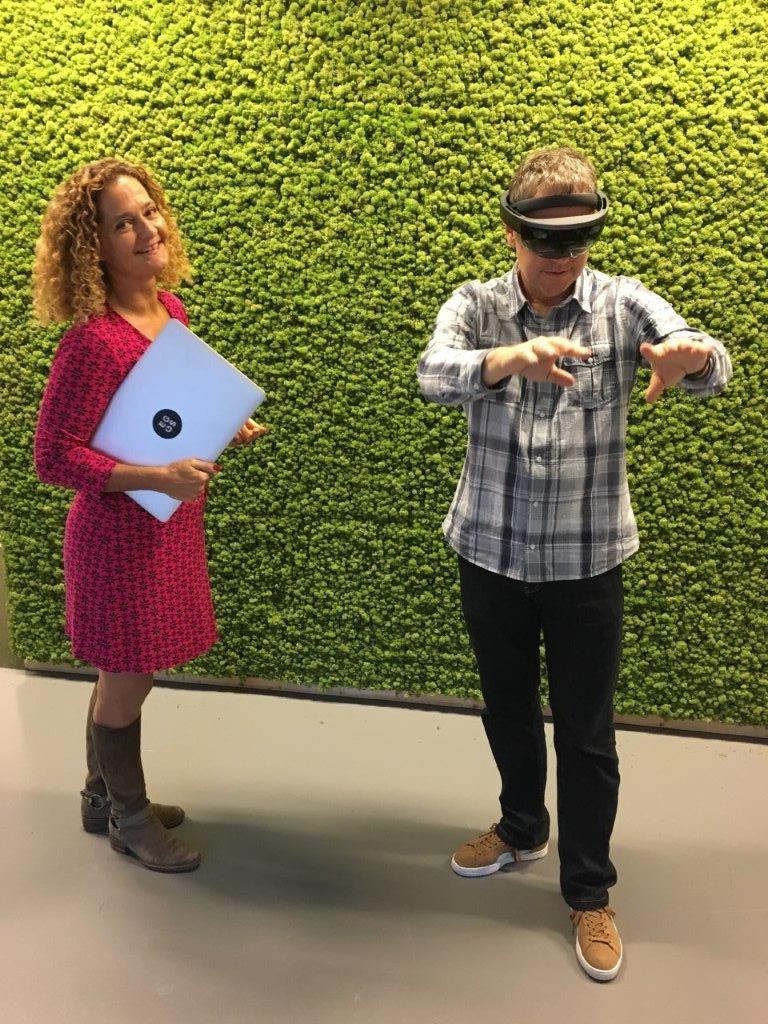 Conferindo projetos de realidade aumentada da Eggs Design com a CEO Ulla Sommerfelt