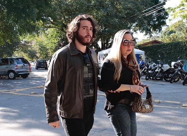Filipe Cavalcante e a mãe, a advogada Claudia Cavalcante (Foto: QUEM)
