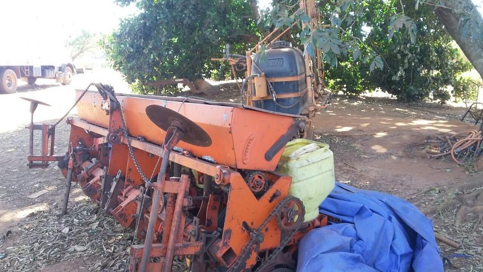 Entre os produtos recuperados, estão máquinas agrícolas  (Foto: Polícia Civil/Divulgação)