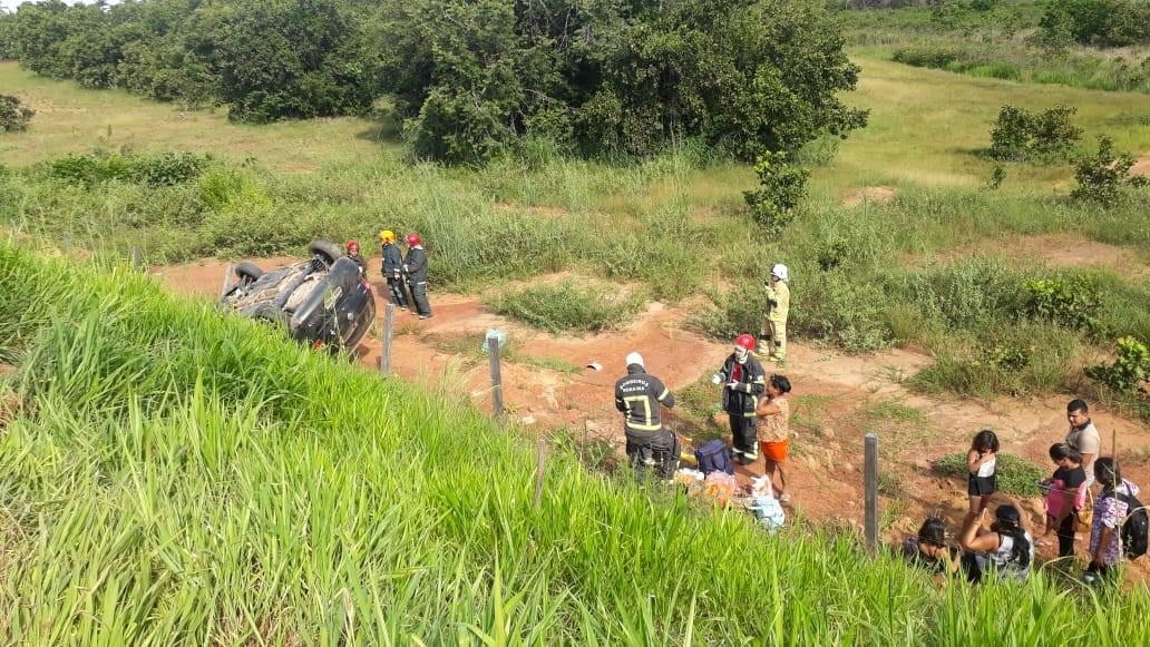 Carro capota na BR-401, em RR, e seis ocupantes saem ilesos  - Notícias - Plantão Diário