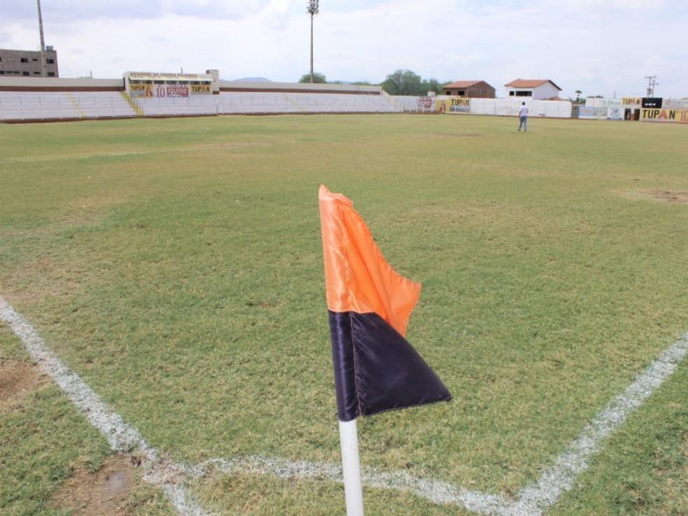 A partida foi realizada no estádio Nildo Pereira, em Serra Talhada (Foto: Divulgação / FPF)