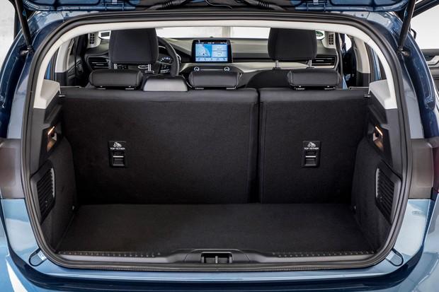 Porta-malas leva bons 375 litros de volume (Foto: Divulgação)