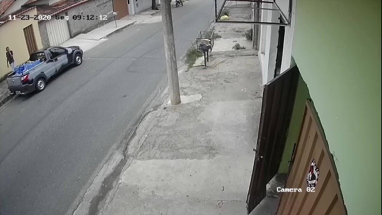 Câmera de segurança registra furto de carro no bairro Nacional, em Contagem, na Grande BH