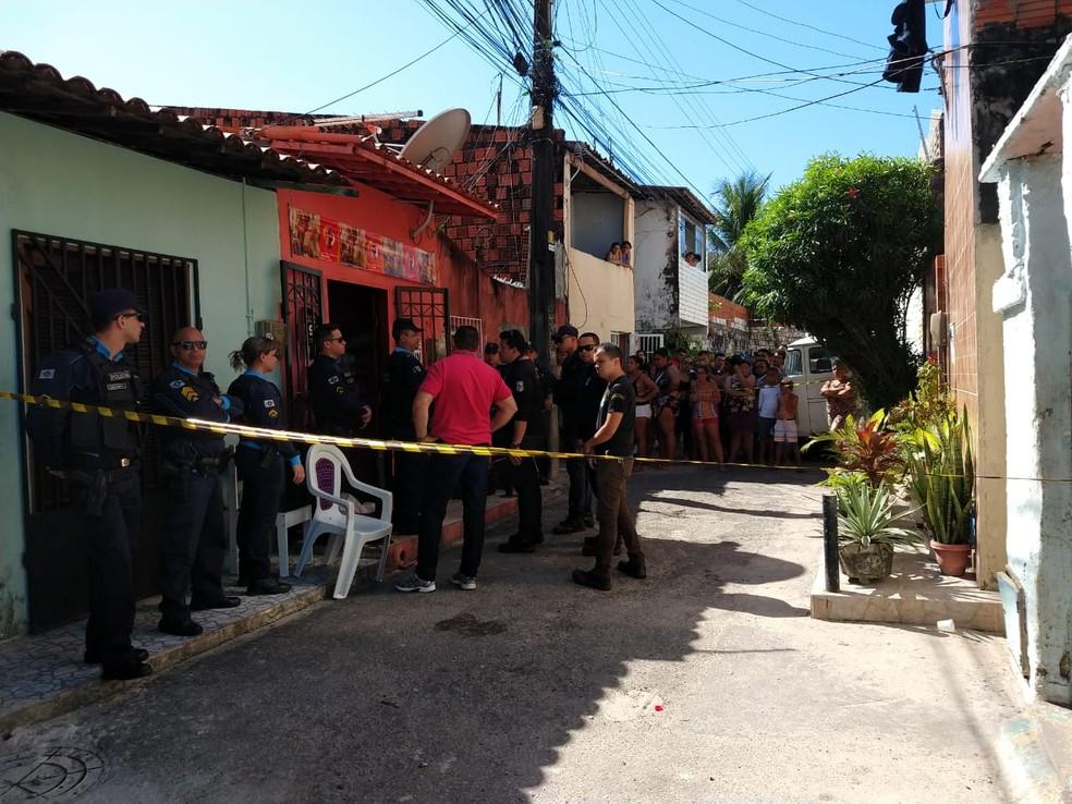 Suspeito fugiu de motocicleta após praticar o crime na Travessa Graviola — Foto: Ana Beatriz Farias