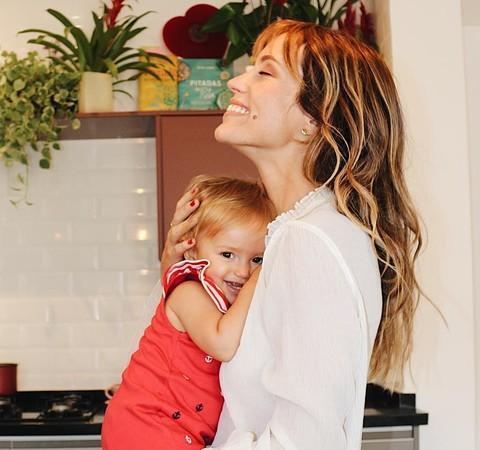 """Juliana Didone sobre cesárea após 36 horas de trabalho de parto: """"Criei a expectativa de que era só aguentar a dor"""""""