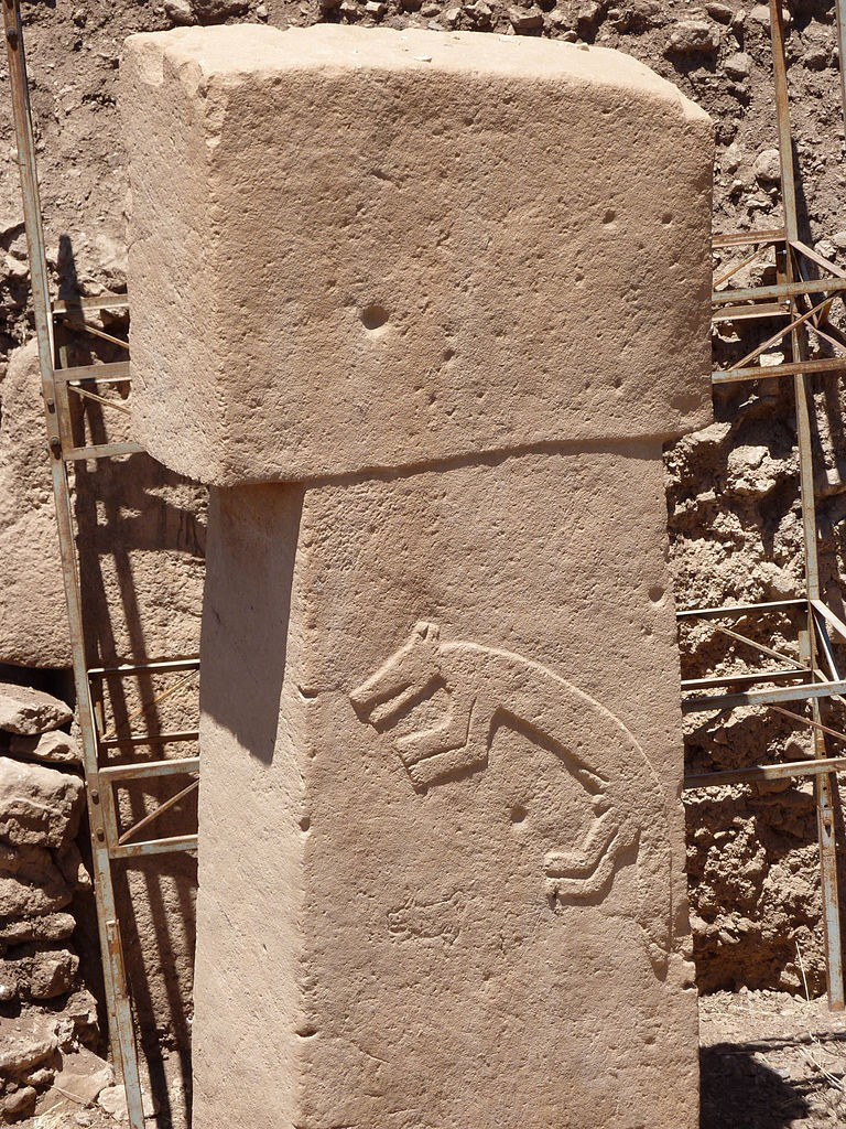 Pilar de Gobekli Tepe tem figura de animal (Foto: Zhengan/Wikimedia Commons)