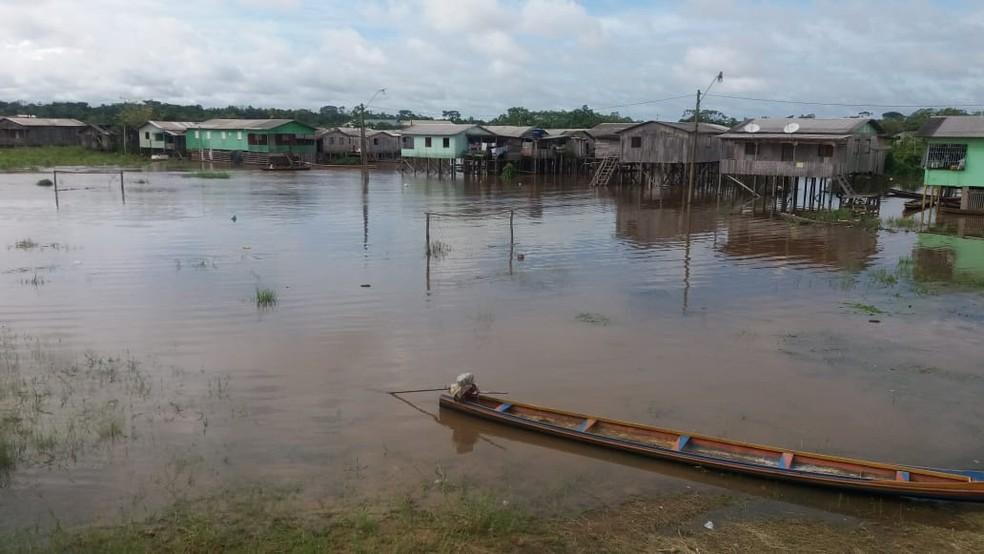 Rio Juruá ultrapassa cota de alerta e chega a 12,14 metros no interior do Acre — Foto: Mazinho Rogério/G1