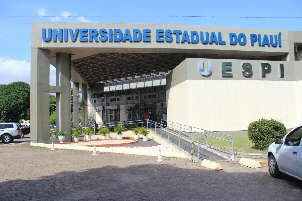 Justiça determina formatura de 15 alunos de enfermagem da Uespi para atuar no combate ao coronavírus