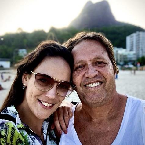 Adriana Birolli e o namorado, o diretor Ivan Zettel (Foto: Reprodução/Instagram)