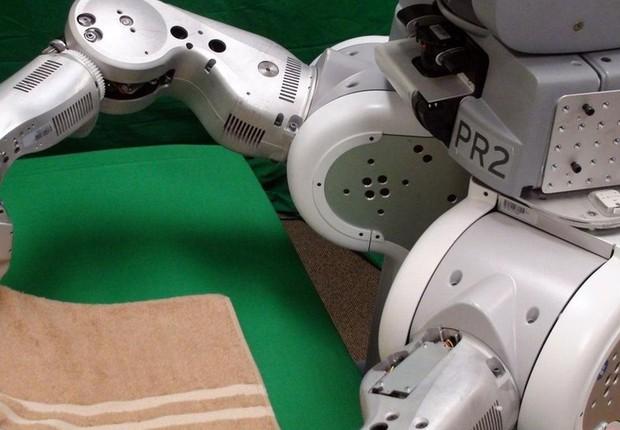 Quando ganhar agilidade, o ajudante da Rethink Robotics poderá fazer mais que dobrar roupas (Foto: Berkeley AI Research Lab/Berkeley Robot Learning)