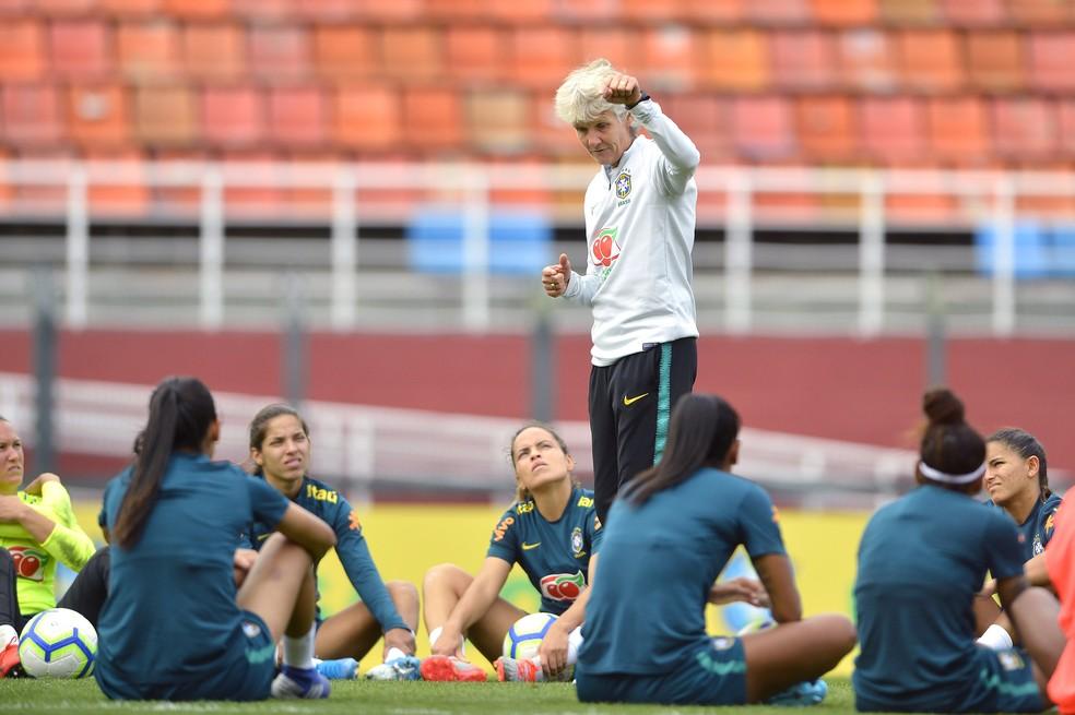 Pia Sundhage em treino da seleção brasileira no Pacaembu — Foto: Mauro Horita/CBF