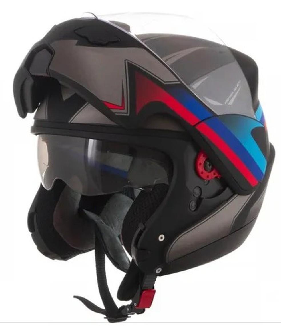 O capacete escamoteado tem a face móvel e o motociclista pode decidir como usá-la — Foto: Divulgação Arquivo Honda