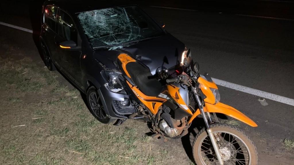 Carro atinge moto em Araraquara e mata duas pessoas na Rodovia Washington Luís