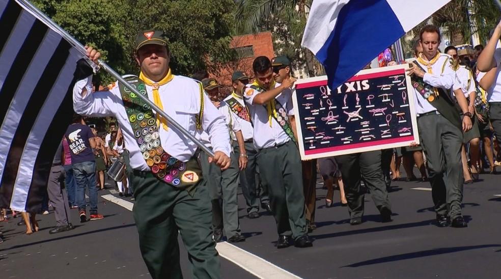 Desfile em Rio Preto reuniu 3,5 mil participantes inscritos (Foto: Reprodução/TV TEM)