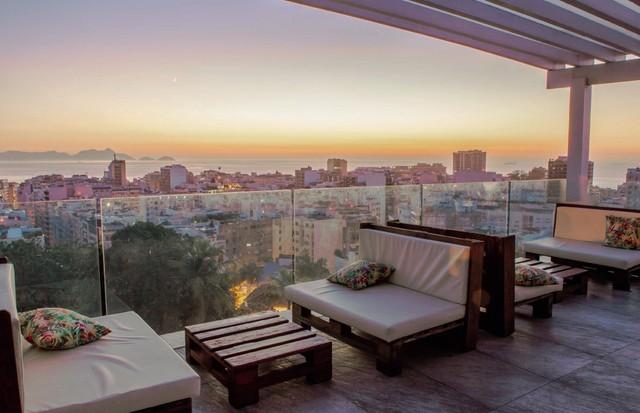 No Rio, o hotel-butique Casa Mosquito, em Ipanema, tem rooftop com vista da orla e do Pão de Açúcar (Foto: Divulgação/ Julio Casanova (Claudia Stella) e Duo Borgatto (Ana Carolina Gonçalves))