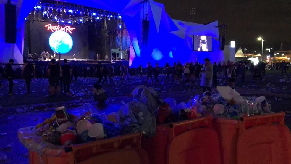 Muito lixo no chão após shows do palco Sunset — Foto: Jorge Soares/G1