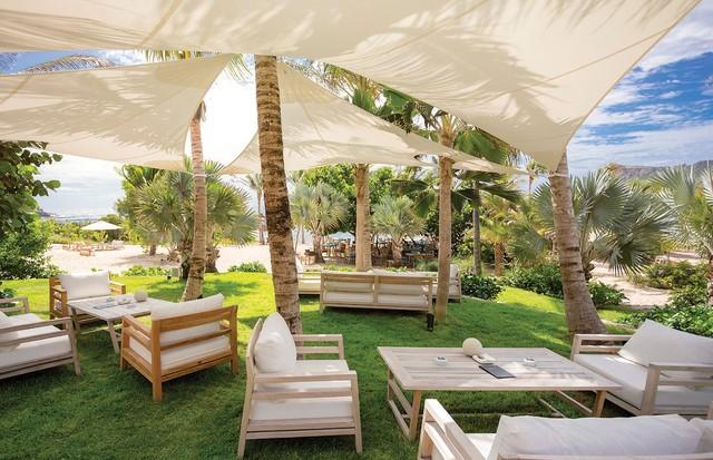 Beach lounge do le Toiny à beira-mar (Foto: Divulgação)