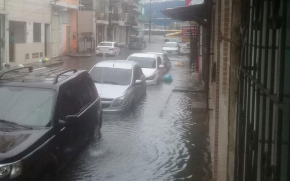 Chuva no bairro do Uruguai, em Salvador — Foto: Arquivo pessoal