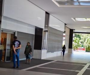 Coronavírus: Shopping center não pode impedir lojista de retirar estoque