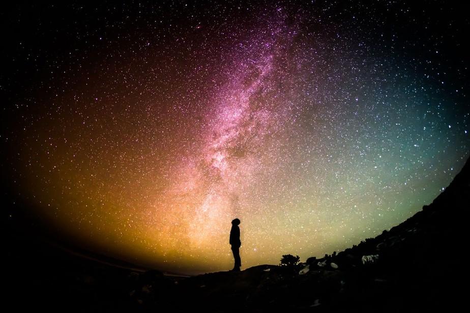 A teoria do fluido escuro, que tenta explicar a base de 95% do universo