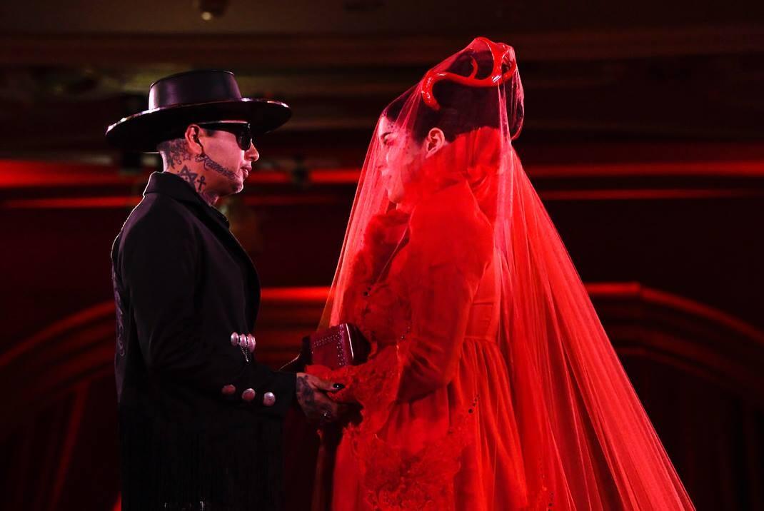 Kat Von D e o marido Rafael Reyes no casamento celebrado neste ano (Foto: Instagram)