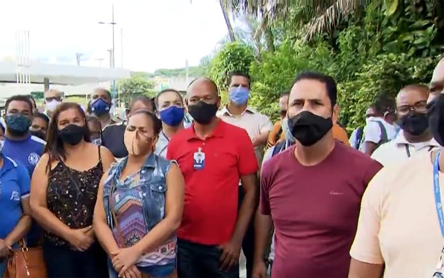 Protesto de funcionários de empresa de transporte de passageiros impede saída de ônibus da rodoviária de Salvador