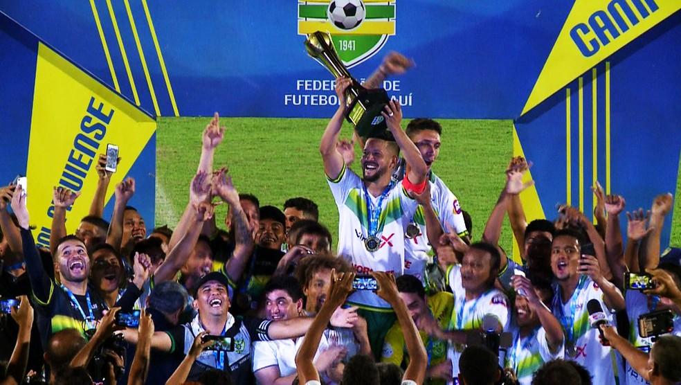Jogadores do Picos comemoram título  — Foto: Pablo Silva/TV Clube