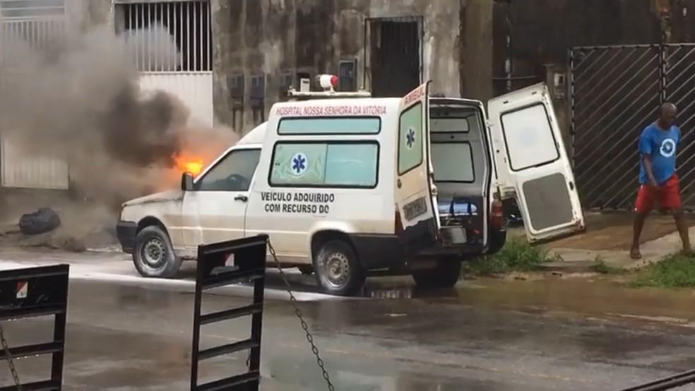 Ambulância pegou fogo na terça-feira (4), em Santo Amaro — Foto: Prefeitura de Santo Amaro