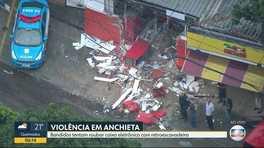 Bandidos tentam roubar caixa eletrônico com retroescavadeira em Anchieta