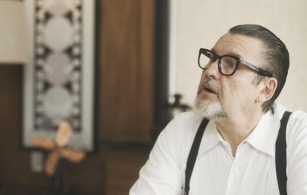 Arnaldo fica surpreso com a decisão da esposa Kiki (Foto: TV Globo)