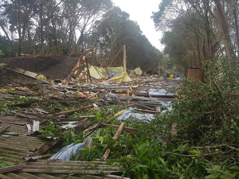 Chuva provocou estragos em ranchos e granjas de Tietê (SP — Foto: Douglas Belan/TV TEM