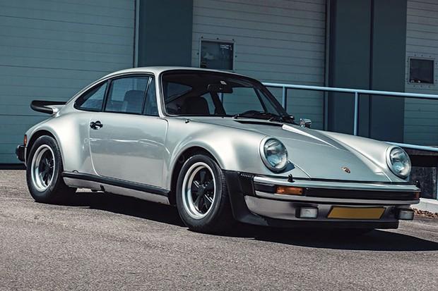 O 911 dos anos 70 foi a musa para o novo modelo e ficou famoso pelo Turbo (930) (Foto: Divulgação)