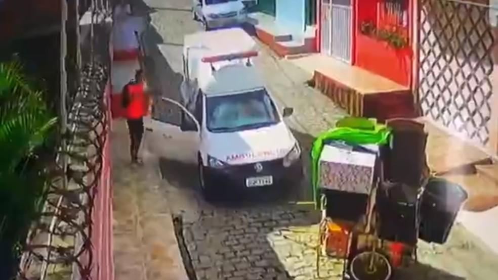 Bandido rouba ambulância em Natal — Foto: Reprodução