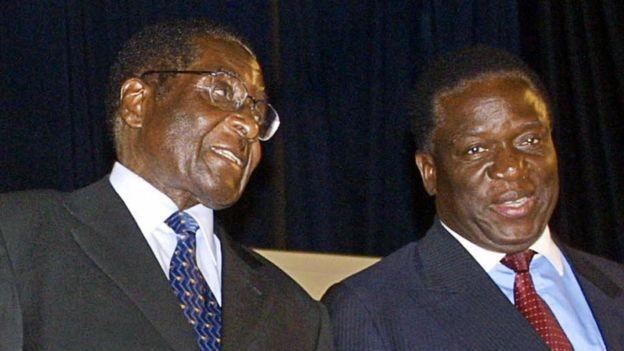 Mnangagwa (dir.) ficou à sombra de Mugabe (esq.) ao longo da carreira (Foto: AFP via BBC)