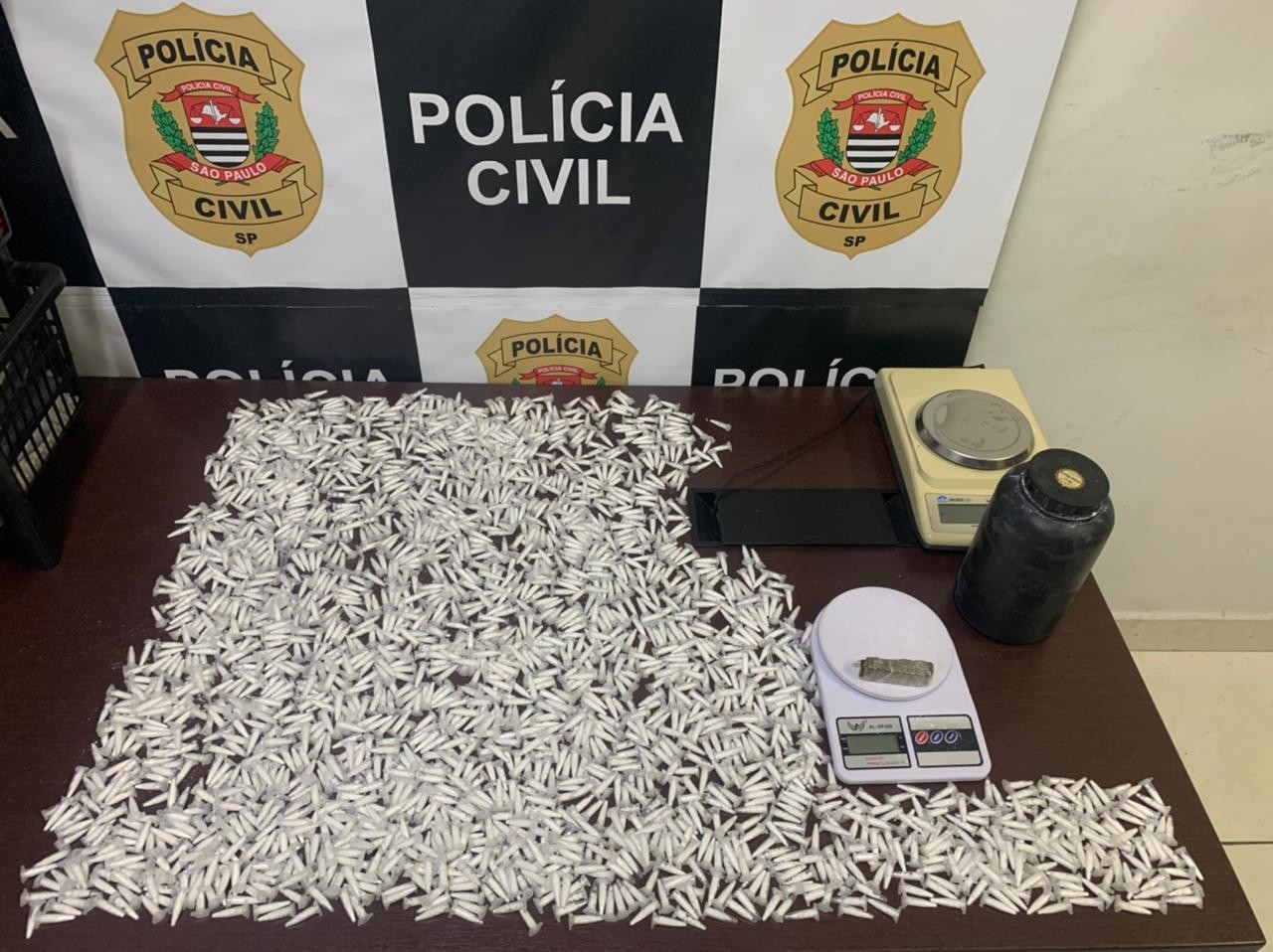 Homens são presos por armazenar cocaína dentro de casa em Itu