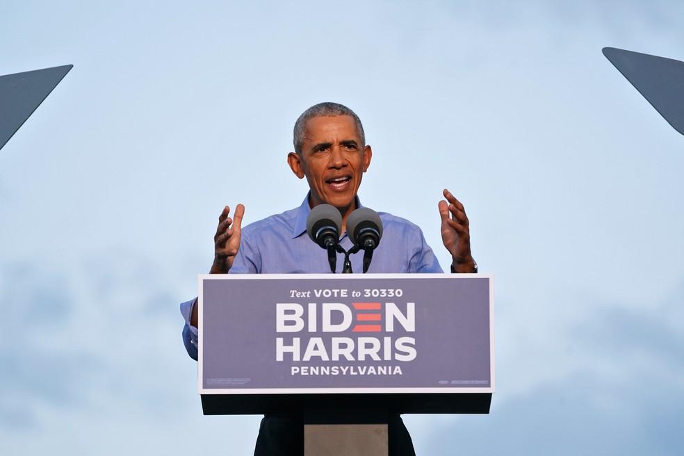 Barack Obama participa de discurso em Filadélfia, na Pensilvânia, nesta quarta-feira (21) — Foto: Kevin Lamarque/Reuters