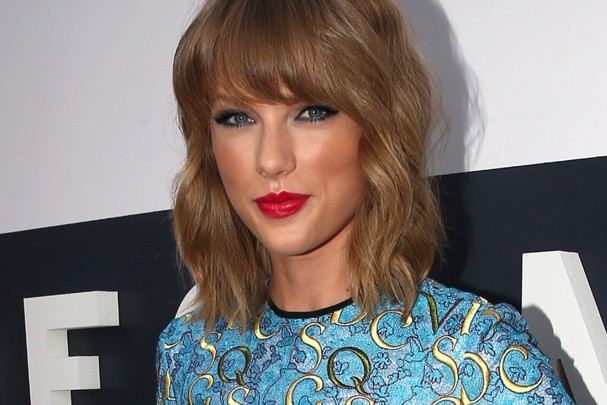 Taylor Swift seeempre aposta na cor vermelha (Foto: Getty Images)