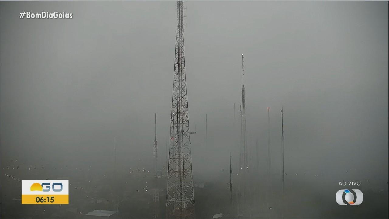 Dia começa chuvoso em Goiânia