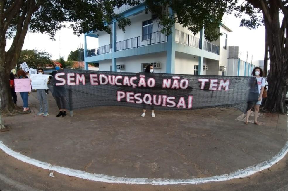 Sindicalistas lamentaram cortes na educação — Foto: Eldérico Silva/Rede Amazônica Acre