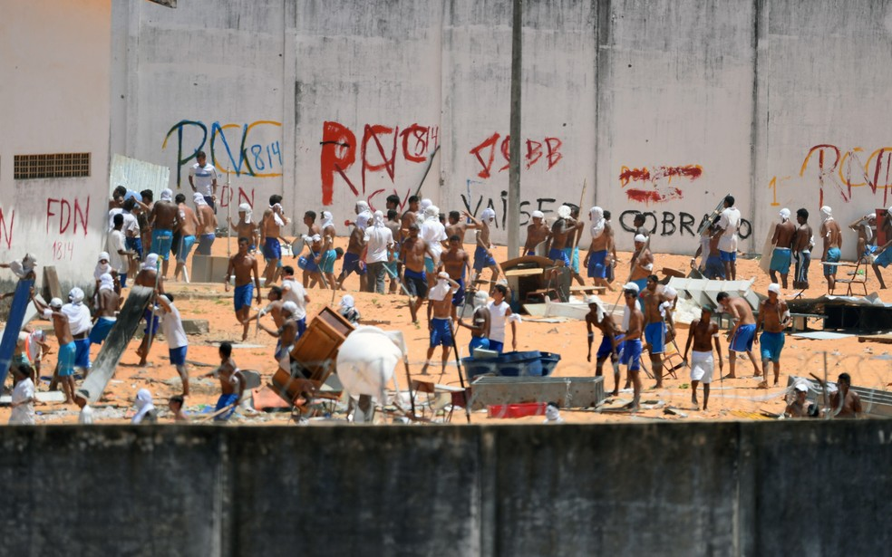 Confronto de facções na penitenciária de Alcaçuz terminou com pelo menos 26 detentos mortos (Foto: Andressa Anholete/AFP)