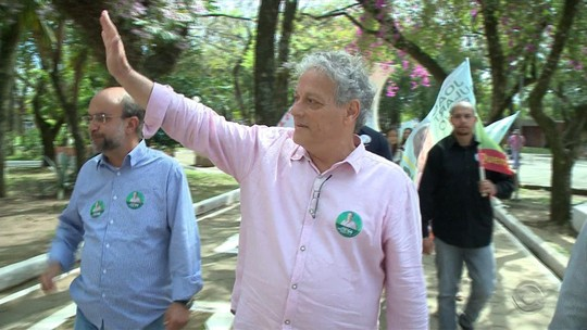 Em campanha, João Goulart Filho visita túmulo de Jango e Brizola no RS