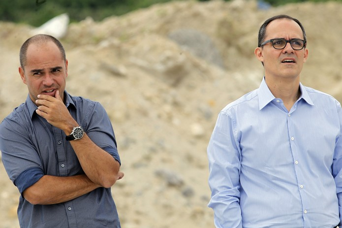 Teixeira e Pedro Abad no CT tricolor — Foto: Nelson Perez/Fluminense FC